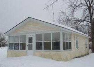 Casa en ejecución hipotecaria in Keego Harbor, MI, 48320,  MOSS ST ID: F3150699
