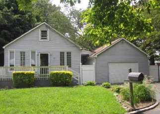 Casa en ejecución hipotecaria in Central Islip, NY, 11722,  COLUMBUS AVE ID: 6190930