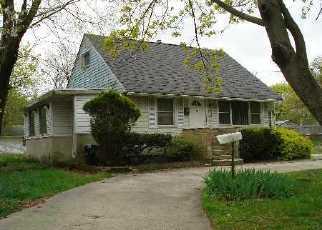 Casa en ejecución hipotecaria in Central Islip, NY, 11722,  E LOCUST ST ID: 6199171