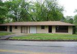 Foreclosed Home en E GREGORY BLVD, Kansas City, MO - 64132