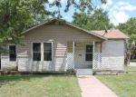 Foreclosed Home en HANDLEY DR, Fort Worth, TX - 76112