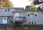Foreclosed Home en HILLCREST TER, Meriden, CT - 06450