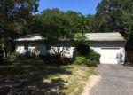 Foreclosed Home en ELLEN ST, Riverhead, NY - 11901