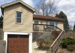 Foreclosed Home en MOYERS LN, Easton, PA - 18042