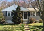 Foreclosed Home en SANTA MARIA DR, Waterbury, CT - 06704