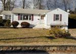 Foreclosed Home en MAPLERIDGE DR, Waterbury, CT - 06705