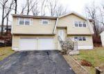 Foreclosed Home en SPRING BROOK RD, Waterbury, CT - 06706