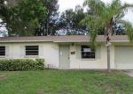 Foreclosed Home en TARPON DR SE, Saint Petersburg, FL - 33705