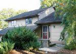 Foreclosed Home en HILLTOP DR, Johnston, RI - 02919