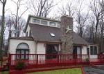Foreclosed Home en HYLAND DR, East Stroudsburg, PA - 18301