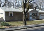 Foreclosed Home en POTOWOMUT RD, East Greenwich, RI - 02818