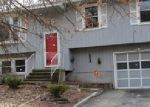 Foreclosed Home en CARRIAGE DR, Naugatuck, CT - 06770