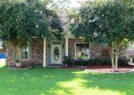 Foreclosed Home en WHISPERING OAKS DR, Gonzales, LA - 70737