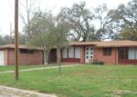 Foreclosed Home en W MOORE AVE, Devine, TX - 78016