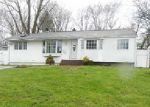 Foreclosed Home en FRUITWOOD LN, Central Islip, NY - 11722