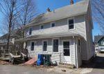 Foreclosed Home en COTTAGE ST, Manchester, CT - 06040