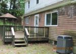 Foreclosed Home en FIELD ST, Naugatuck, CT - 06770