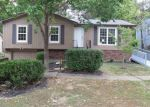 Foreclosed Home en WOODED LAKE DR, Louisville, KY - 40299