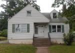 Foreclosed Home en CHESTNUT ST, Manchester, CT - 06040
