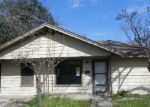 Foreclosed Home en N BOWIE ST, Seguin, TX - 78155