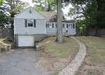 Foreclosed Home en STANWOOD CIR, New Britain, CT - 06053