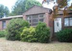 Foreclosed Home en VALENTE DR, Cranston, RI - 02920