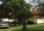 Foreclosed Home en BUTTER CUP LN, Floresville, TX - 78114