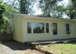 Foreclosed Home en ETHEL ST, Patchogue, NY - 11772