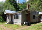 Foreclosed Home en SHERWOOD LN, Natural Bridge Station, VA - 24579