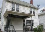 Foreclosed Home en CLEMENT AVE, Maple Heights, OH - 44137