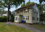 Foreclosed Home en JOHNSON AVE NW, Cedar Rapids, IA - 52405