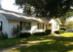 Foreclosed Home en EVERGREEN DR, Mount Vernon, IL - 62864