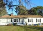 Foreclosed Home en ESSEX DR, Milford, CT - 06460
