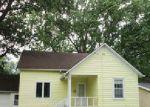 Foreclosed Home en N 12TH ST, Clear Lake, IA - 50428