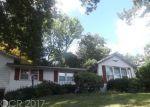 Foreclosed Home en ESPANONG RD, Lake Hopatcong, NJ - 07849