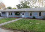 Foreclosed Home en DOUNETOS ST, West Warwick, RI - 02893