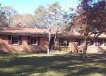 Foreclosed Home en N MAGNOLIA ST, Raeford, NC - 28376