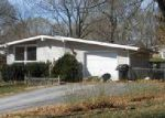 Foreclosed Home en N OLIVE ST, Kansas City, MO - 64118