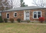 Foreclosed Home en APPLE VALLEY DR, Louisville, KY - 40228