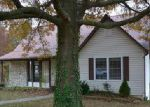 Foreclosed Home en COUNTRY CLUB DR, Jefferson City, MO - 65109