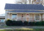 Foreclosed Home en W MONROE ST, Herrin, IL - 62948