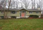 Foreclosed Home en BRIAR HILL RD, Norwich, CT - 06360