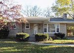 Foreclosed Home en DELL BROOKE AVE, Louisville, KY - 40220