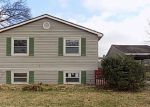 Foreclosed Home en OLD IRONSIDES DR, Louisville, KY - 40228