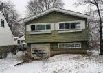 Foreclosed Home en ELIZABETH ST, Westbury, NY - 11590