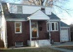 Foreclosed Home en GLENWOOD AVE, Teaneck, NJ - 07666