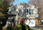 Foreclosed Home en MAGNOLIA RD, North Brunswick, NJ - 08902
