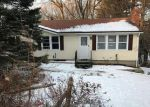Foreclosed Home en BUNKER HILL RD, Watertown, CT - 06795