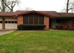 Foreclosed Home en HILLCREST ST, Dayton, TX - 77535