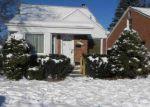 Foreclosed Home en W CHICAGO, Redford, MI - 48239